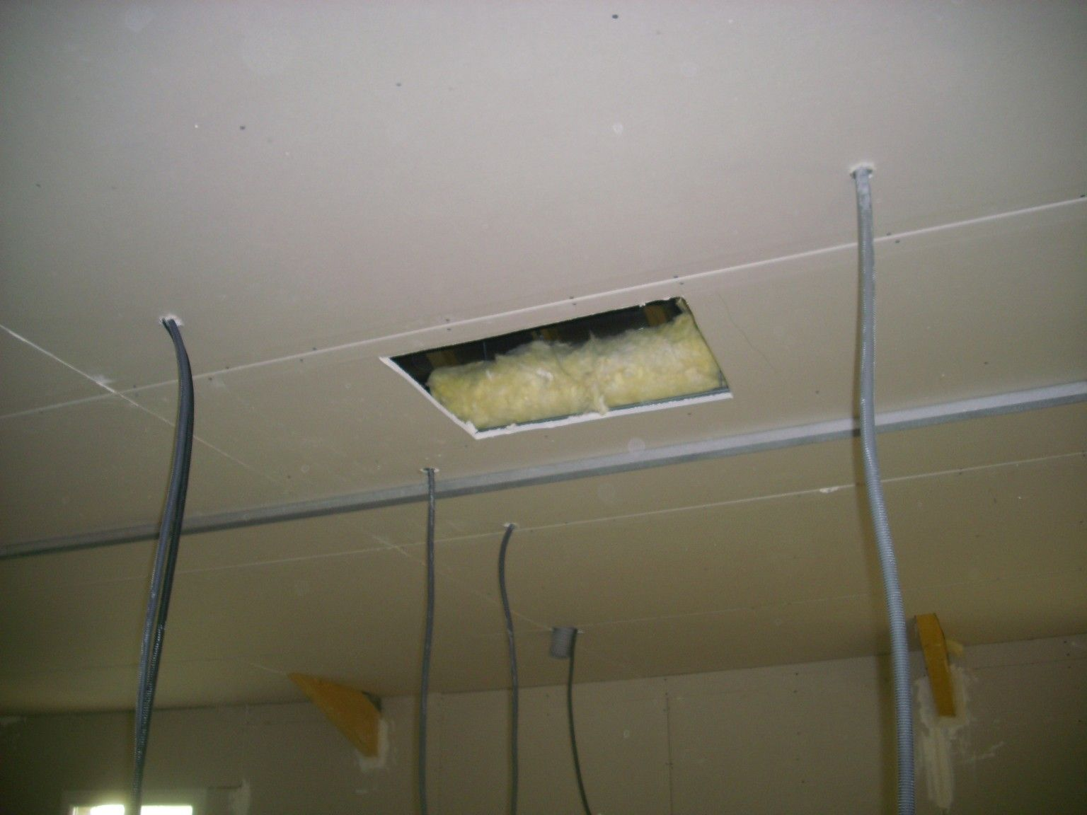 Plafond rampant pvc devis travaux pyr n es atlantiques for Joint placo plafond
